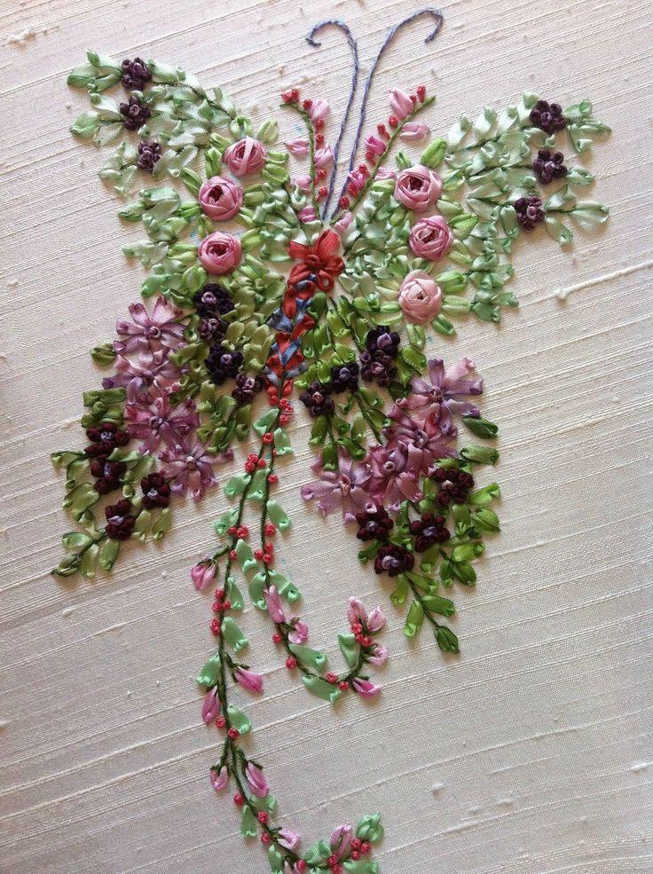 Les Papillons fleurs brodés par Marylise
