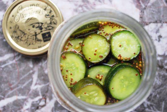 Me vuelven loca los pepinos en vinagre. Después de probar muchas recetas caseras, puedo decir que esta (cuya versión original es de Smitten Kitchen) es la que más me gusta. Es fácil, rápida, y los …
