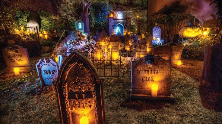 fantastic Halloween graveyard-amazing and creative lighting
