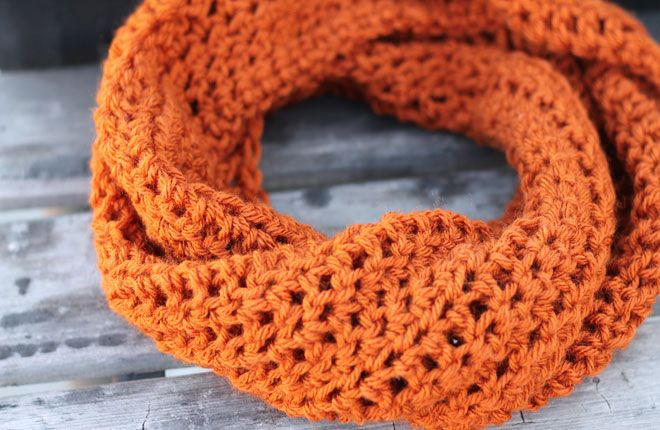 Crochet cowl supplies:      Crochet Hook, Size N     1 Skein Yarn (I used Vanna's Choice)     Scissors     Yarn Needle  Instructions:...
