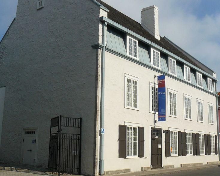 Fondée en 1972 comme centre d'exposition, la Galerie d'art du Parc présente des…
