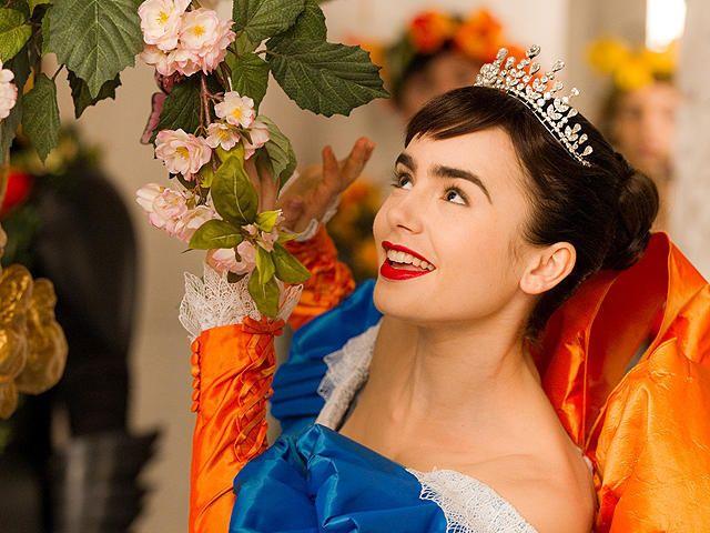リリー・コリンズの「白雪姫と鏡の女王」の画像