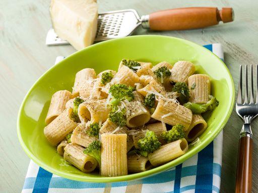 Pâtes aux brocolis : Recette de Pâtes aux brocolis - Marmiton