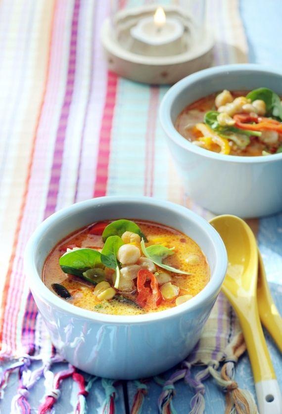 Maaltijdsoep met rode curry en kokos