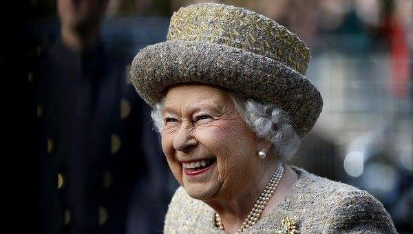 В Великобритании стартовала продажа билетов на посещение юбилея королевы  Празднование пройдет 12-15 мая в Хоум-парке Виндзорского замка. Билеты на праздник начали продавать уже сейчас. Всего в праздничных мероприятиях будут задействованы полторы тысячи артистов, а также 900 лошадей. Члены королевской семьи будут присутствовать на каждом из представлений, а сама Елизавета II посетит финальный концерт, который будут транслировать по телевидению.