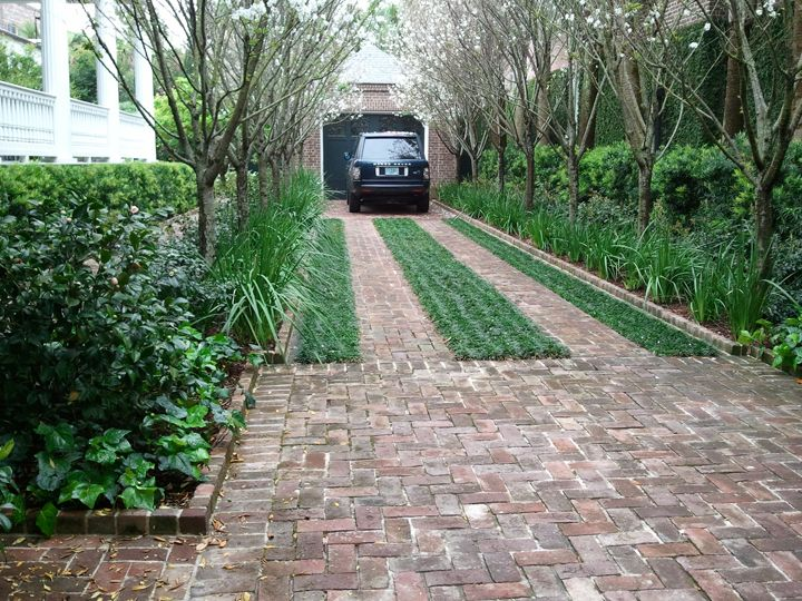 Driveway Design Ideas cobblestone driveway used at entry see more creative driveway design ideas here http Driveway On Steroids A Step Up From The Boring Concrete Or Asphalt Amazing