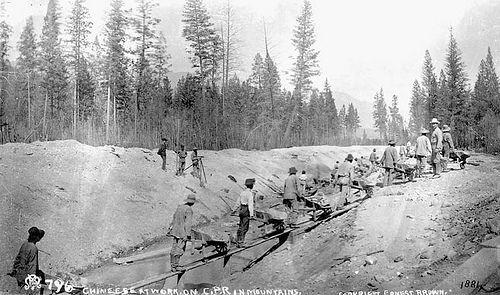 Chinese at work on C.P.R. (Canadian Pacific Railway) in Mountains, 1884 / Chinois travaillant dans les montagnes pour le Chemin de fer du Canadien Pacifique, 1884