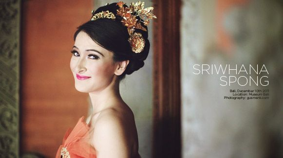 Sriwhana, a Bali-NewZealand young lady, take her chance and fulfill her dream to wearing a Balinese dresses in all contemporary style with a tropical color look.