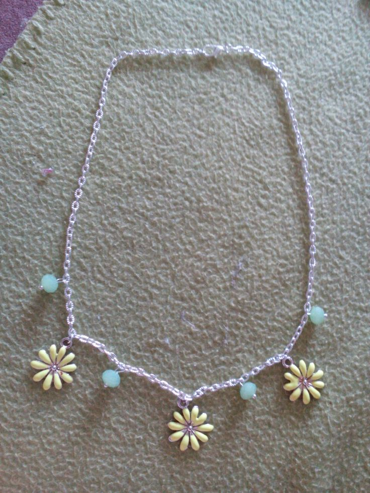 Light green-yellow flower neckalce