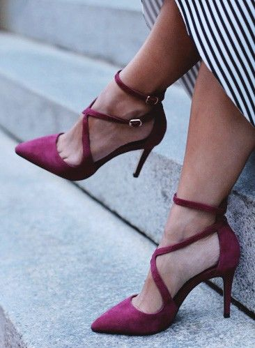 Sexy, strappy suede pumps in burgundy