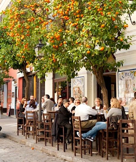 @Diane Zink Burrow- isn't this where we went for lunch when I came to visit Sevilla?!?! I want that hamburguesa bocadillo!