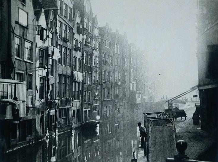 George Hendrik Breitner - Oudezijds Achterburgwal, Amsterdam (Het Kolkje) 1890 - 1900