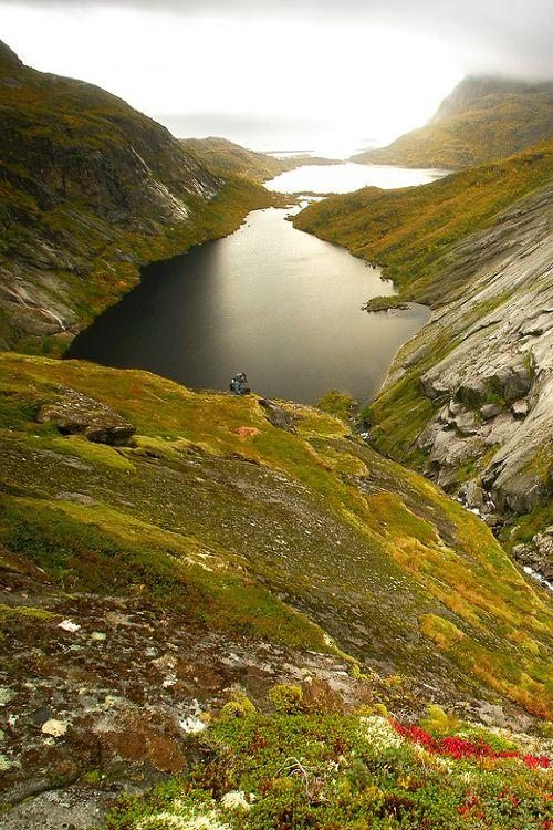 Reinebringen in Noorwegen. Stap de auto uit en ga wandelen door dit mooie natuurgebied.