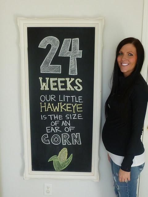 Cute pregnancy photo idea: weekly chalkboard sign.