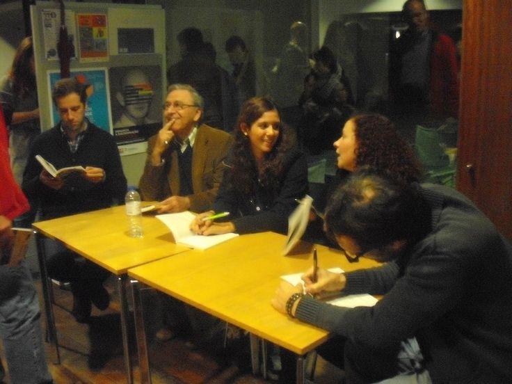 Sessão de Autógrafos no Lançamento de 'Somos Felizes' na Antologia 'Por Mundos Divergentes' no Fórum Fantástico de 2014