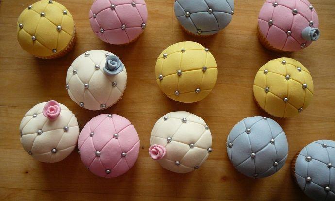 Vanilkové cupcakes s jemným krémem a marcipánem