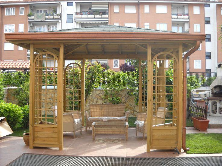 patio, con griglie e fioriere angolari