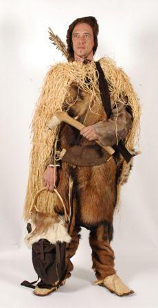 Beste kleding préhistorie: jagers maken kleding uit dierenhuiden EE-28