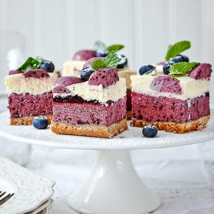 Konditorn Elisabeth Johansson bjuder på blåbärscheesecake i rutor som gör vardagen till en riktig fest.