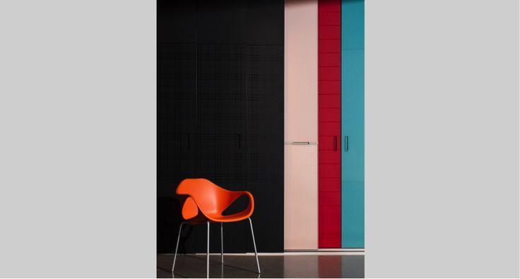 A Cadeira Nina, da Sumisura, possui design suíço e é feita em polipropileno nas cores Rosso, Azzuro, Grigio, Nero, Lila, Arancione, Giallo, Blu, Limone e Bianco. Muito mais que um arco-íris de opções frescas e lindas!! #cadeira #móvel #design #interior