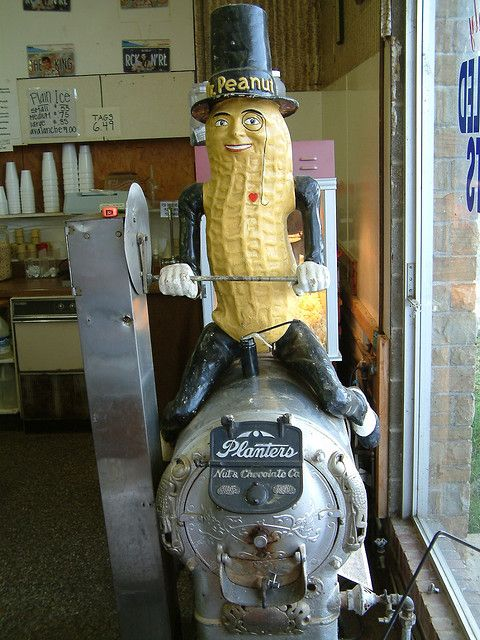 Another Peanut Shoppe pic....omg how rare is this beauty, a must have for any sign, advertising, or Mr. Peanut collectors.