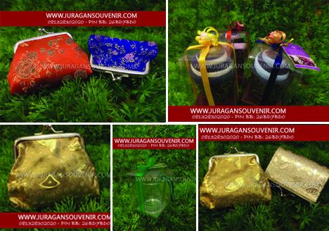 souvenir & undangan cantik-cantik lhooo..  ke www.juragansouvenir.com aja.. dijamin murah dan lengkap.. #souvenirpernikahan #souvenirunik #souvenirmurah #souvenir #undanganpernikahan #undanganmurah #undanganunik #undangankertas