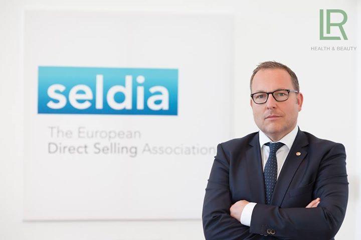 Met veel trots kunnen we mededelen dat op woensdag 5 oktober 2016 onze LR CEO, Dr. Thomas Stoffmehl, verkozen werd tot Voorzitter van SELDIA (Europese Directe Verkoop Associatie).   Nous sommes fiers d'annoncer que le mercredi 5 Octobre 2016 notre CEO LR, Dr Thomas Stoffmehl, a été élu Président du SELDIA (Association Européenne de Vente Directe). {#kosmetik #parfum #aloevera}