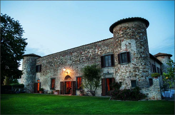 Deborah  Andrew's wonderful castle wedding in Tuscany, at Castello di Gabbiano - www.alfonsolongobardi.com