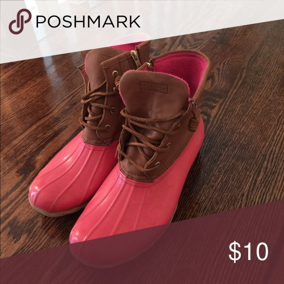 Pink sperry duck boots. These pink sperry duck boots are very comfortable. The have some scratches where the toe is. Sperry Shoes Winter & Rain Boots