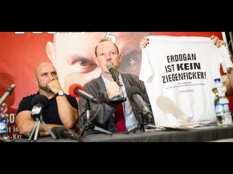 """Serdar Somuncu und Martin Sonneborn stellten in Berlin ihr Parteiprogramm vor: """"Nacktpflicht für allen Frauen zwischen 18 und 25"""" und """"Verhandlungen mit der Türkei über die Aufnahme in den DFB abbrechen""""."""