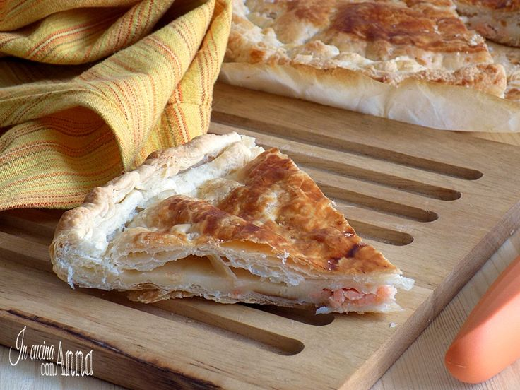 Bastano 3 ingredienti e in 30 minuti avrete una torta rustica al salmone da leccarvi i baffi!