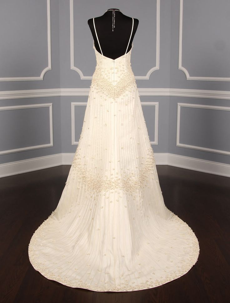 This Matthew Christopher Imagine 2808 wedding dress  is perfect for a garden or outdoor wedding, but will look lovely in any type of wedding venue. If you're looking for an elegant, beautiful ivory wedding dress, you'll absolutely love this exquisite gown! #weddingdress