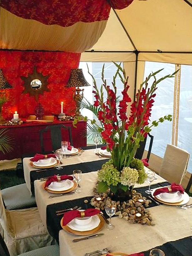 Chic outdoor dining tent: Outdoor Tent, Flowers Centerpieces, Outdoor Rooms, Cakes Tablescapes Receptions, Outdoor Living, Chic Outdoor, Outdoor Parties, Parties Ideas, Tent Parties