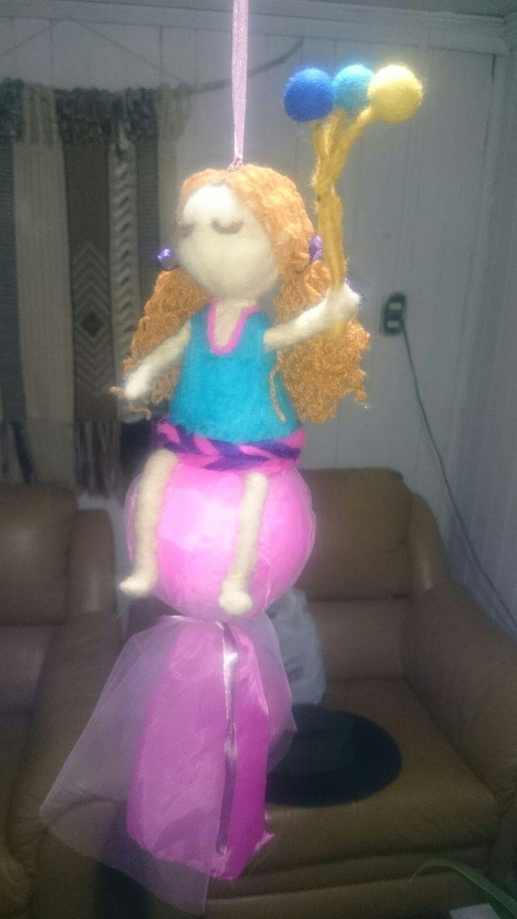 Niña con globos   @NubeOvejadelsur