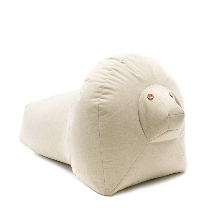 Der Löwe kann im Innern und im Äußeren genutzt werden. Er ist antibakteriell, Antischimmel, wasser- und schmutzabweisend, wasserdicht und mit Trageschlaufe.