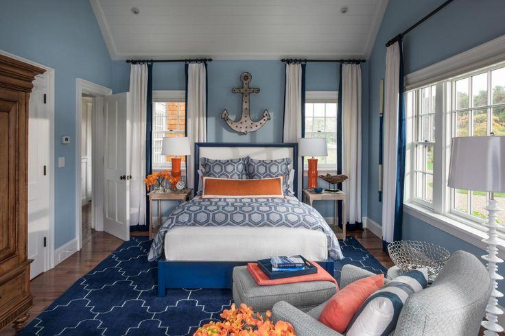 Love the colors, and everything about this room...notice the crown molding up on the ceiling instead of the wall.