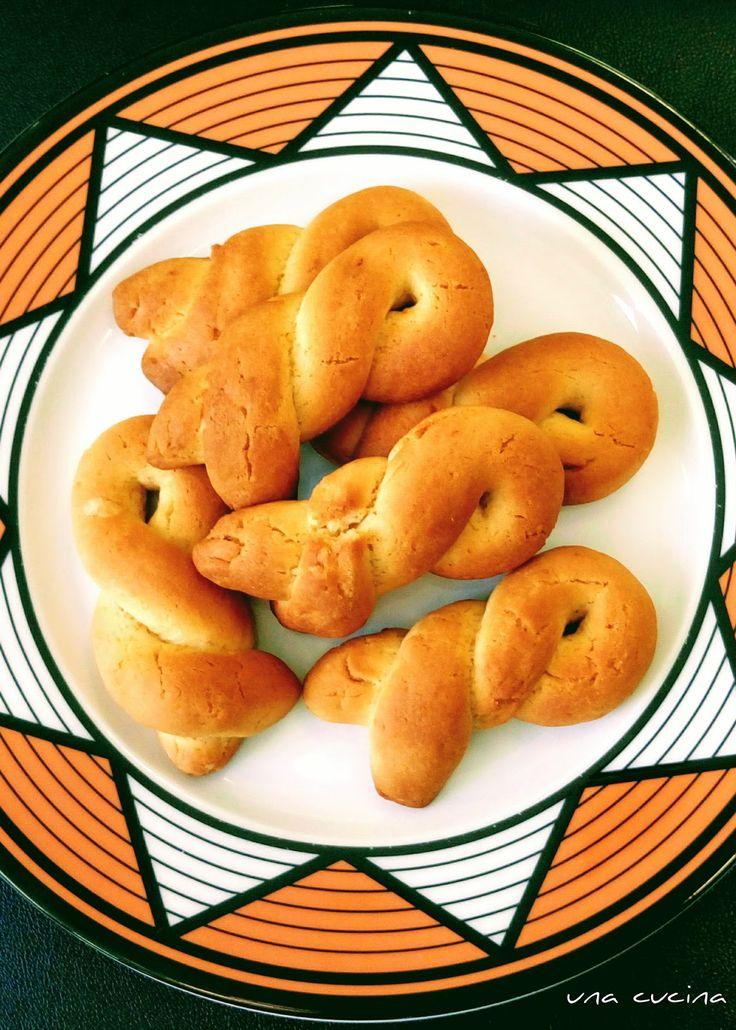 Όχι, δεν είναι Πασχαλινά... Είναι πορτοκαλένια, νηστίσιμα και Καστοριανά!!! ΥΛΙΚΑ 1 κιλό αλεύρι για όλες τις χρήσεις 1 ποτήρι (νε...