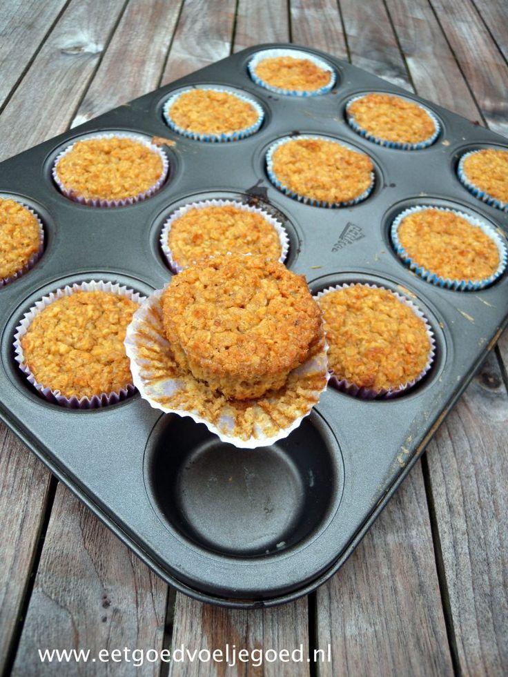 Werk vooruit en wees de ochtendstress voor met deze havermout cupcakes uit de oven. Voedzaam, makkelijk en favoriet bij velen, deze cupcakes zullen zeker in de smaak vallen!