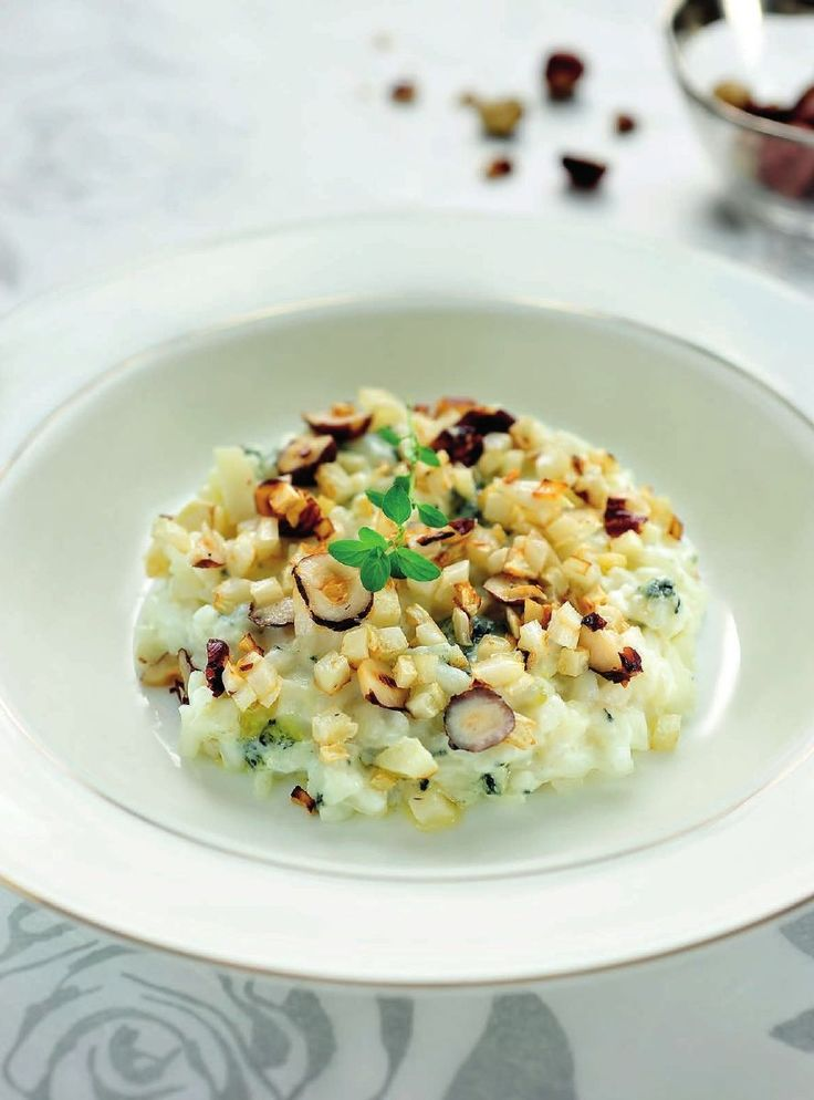 Risotto van knolselder met hazelnoot en blauwe kaas http://www.njam.tv/be/nl/recepten/risotto-van-knolselder-met-hazelnoot-en-blauwe-kaas