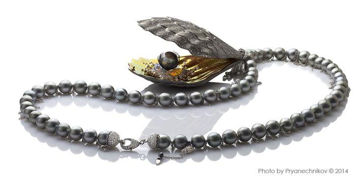 Jewellery Photography. Рекламное фото Ювелирных изделий из титана с бриллиантами и жемчугом. Ювелирный постер.