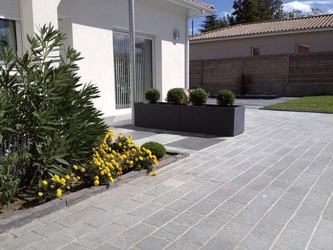 17 best ideas about dallage pierre on pinterest dallage terrasse pav s exterieur and dallage - Terrasse jardin lyon dijon ...