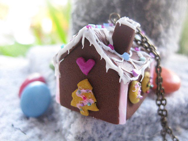 Christmas Gingerbread House Necklace _ Miniature Food _ Polymer Clay _ Foodie Gift by MarisAlley on Etsy