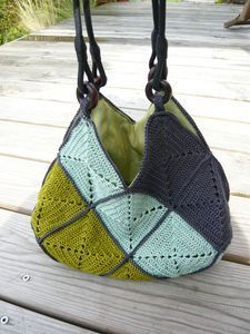 Granny squares  http://crochet-mania-grannysquare.blogspot.com/2009/11/commemorative-large-crochet-heart.html
