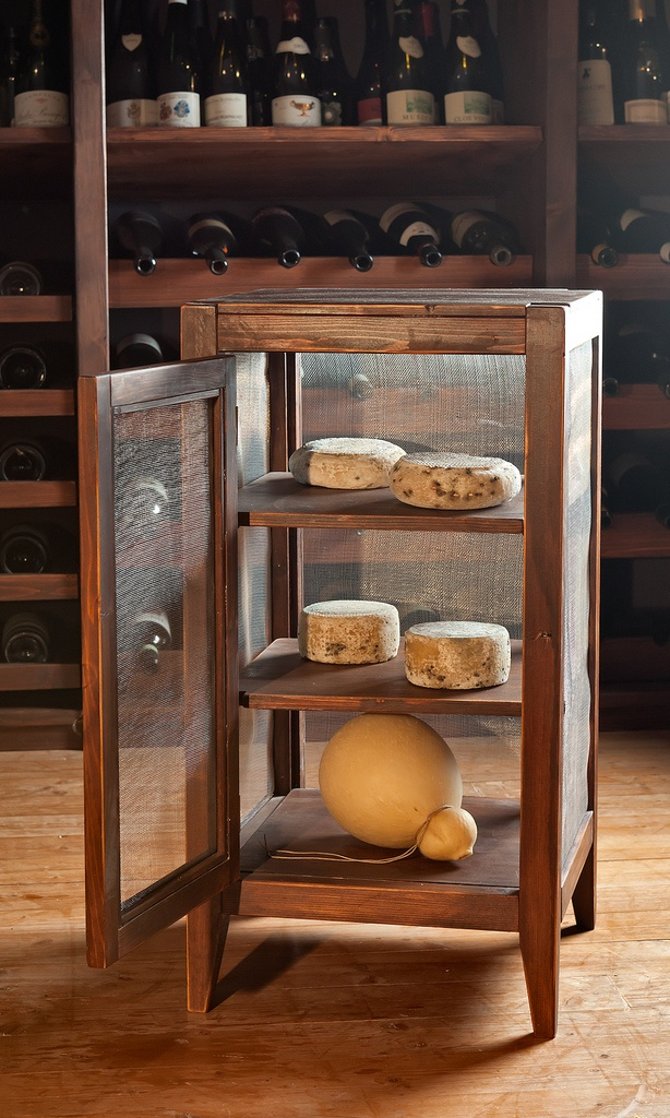 credenzina porta formaggi
