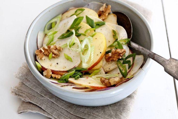 Kijk wat een lekker recept ik heb gevonden op Allerhande! Salade met meiraap en appel