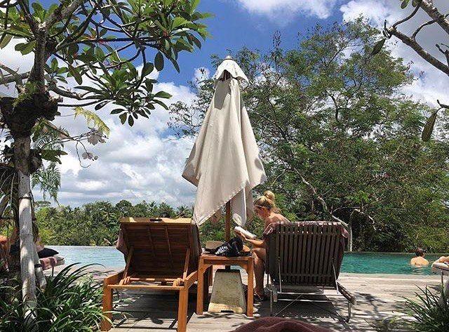 Stay on the sunny side of life.  .  by our guest @barbara_calabretto . . . ........ #bismaeight #luxuryhotel #boutiquehotel #ubud #bali #besthotel #bestresort #ubudhotel #balihotel #ubudtrip #balitrip #travelpics #traveling #wanderlust #travellers #luxtravel #worldtraveller #travelbloggers #travelerschoice #travelforlife #hotelgoals #instatravel #igtravel #infinitypool #terrifictuesday #travelgram #greatadventures #traveldestination #topdestinations #cntraveler…