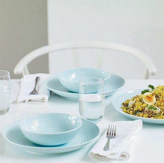 Gordon Ramsay Royal Doulton servies is een aardewerken, stijlvol servies, welke is ontworpen door chef-kok Gordon Ramsay in samenwerking met Royal Doulton. De Gordon Ramsay Royal Doulton collecties zijn vernoemd naar de bekende restaurants van Gordon Ramsay, namelijk restaurant 'Maze' in London en het industriële restaurant 'Bread Street Kitchen'.