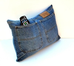 Couch throw with pockets for the remote!