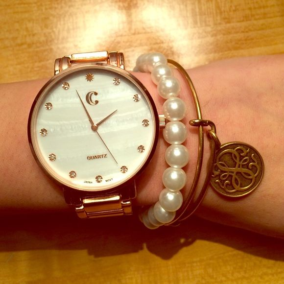 Rose gold watch Super classy rose gold watch! Perfect touch to any outfit! Never adjusted, standard size from charming Charlie (Not real gold) Charming Charlie Accessories Watches