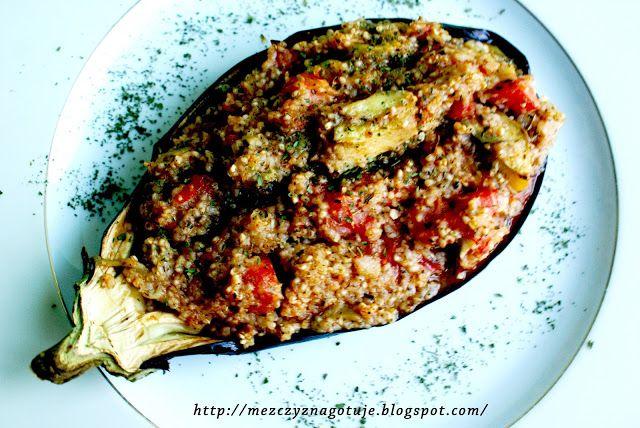 Bakłażan zapiekany z kaszą i pomidorami